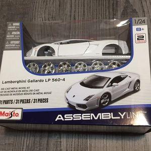 Model car kit new in Lamborghini Gallardo LP 560-4